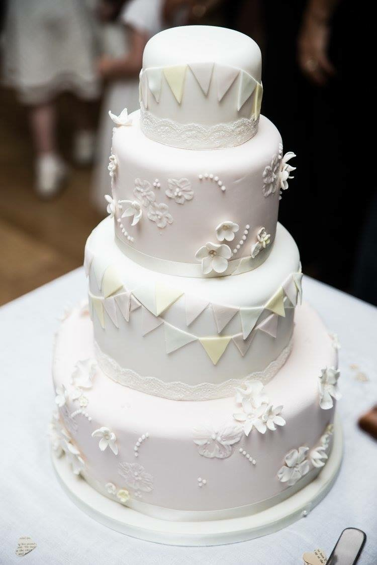 Sara\'s Kitchen | Wedding Cakes | Bridebook